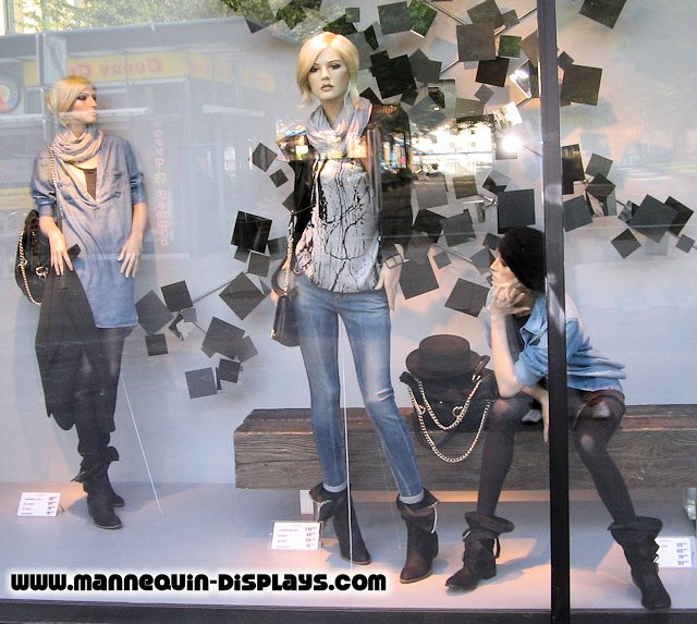 female mannequins with blonde wigs